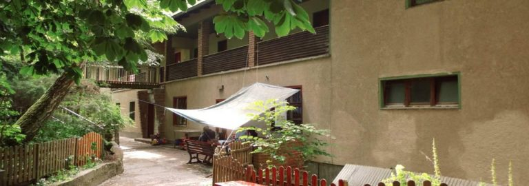 GruppenhausNah2_16zu9-1280x450
